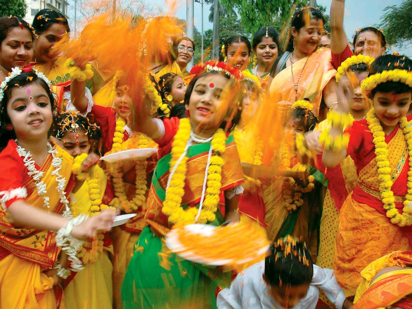 Purulia, West Bengal Folk Holi | Jyotirlingas Of India